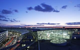 Sheraton Hotel Düsseldorf Airport Außenansicht Terminal Nacht