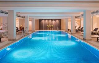 Pool im Le Méridien Hotel München - einer der längsten Pools der Stadt