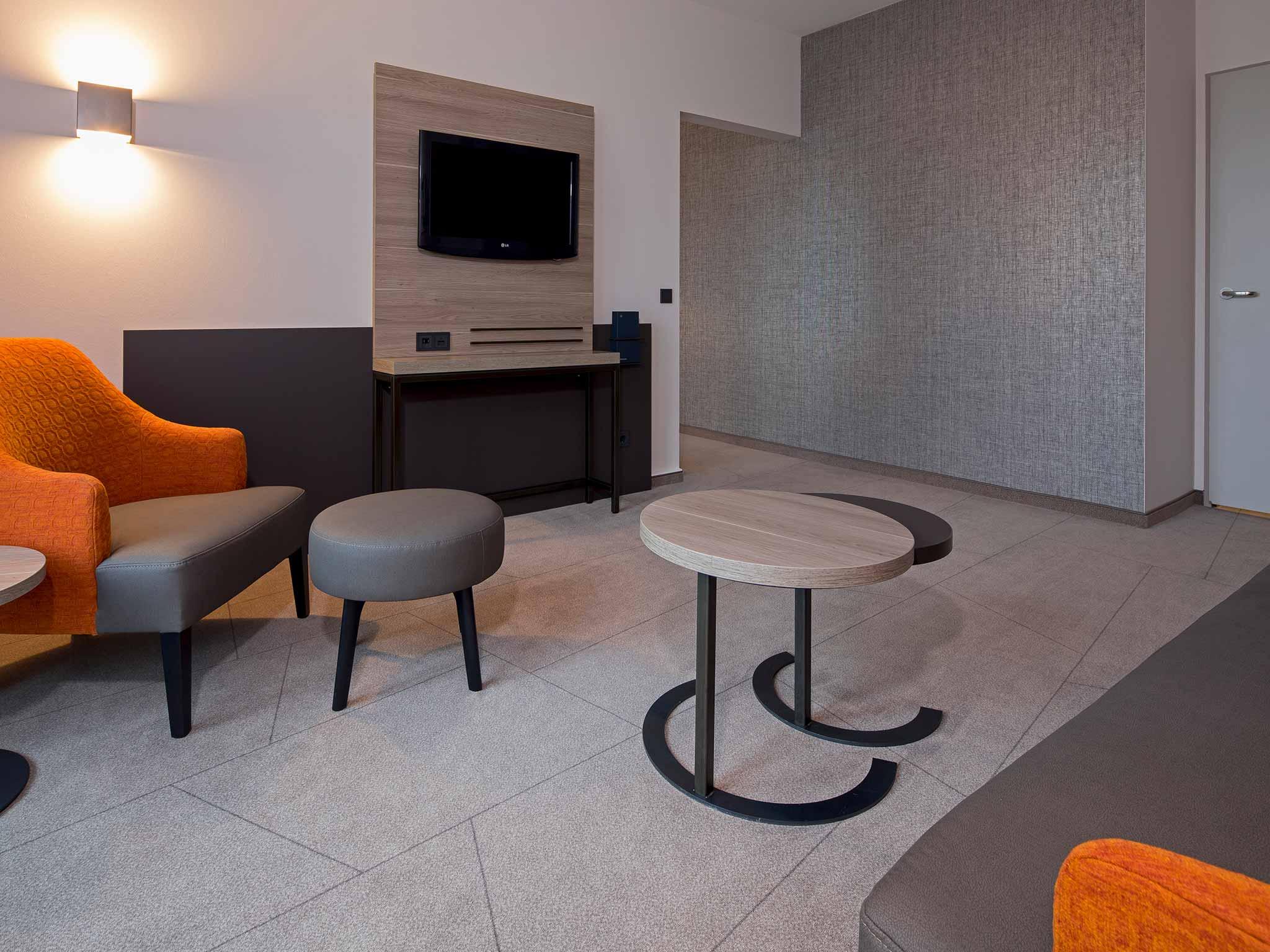 Wohnbereich Junior Suite im Sheraton Düsseldorf Airport Hotel