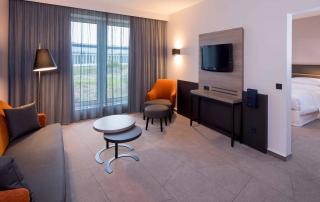 Wonbereich der Junior Suite im Sheraton Düsseldorf Airport Hotel