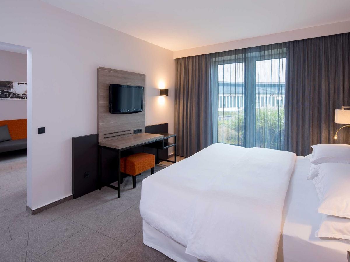 Schlafbereich der Junior Suite im Sheraton Düsseldorf Airport Hotel